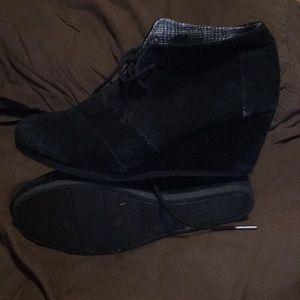 TOMS black wedge suede shoe